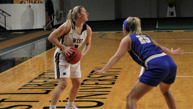 Senior guard Olivia Belknap had a team-high 20 points and also dished out 5 assists.