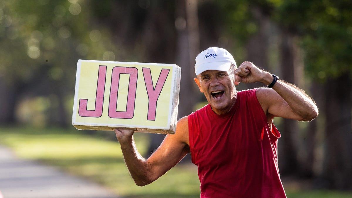 Sanibel resident's ode to joy: Arthur Warner's sign often rids pride from those he passes 1