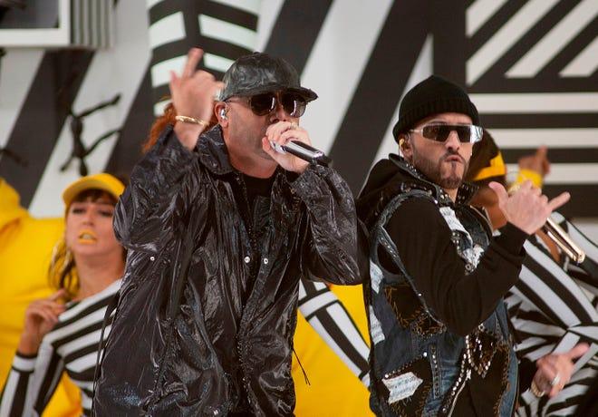 Wisin y Yandel durante una presentación en el Dolby Theater de Hollywood, California.