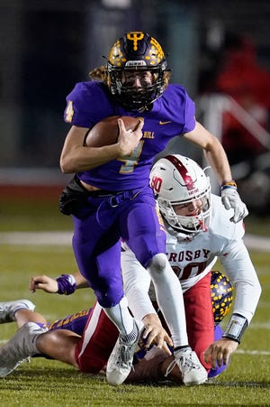 Liberty Hill quarterback Charles Calabretta, breaking away from Crosby defensive end Wade Lewis, surprised the Cougars with a pair of long touchdown passes and led an offense that gained more than 600 yards.