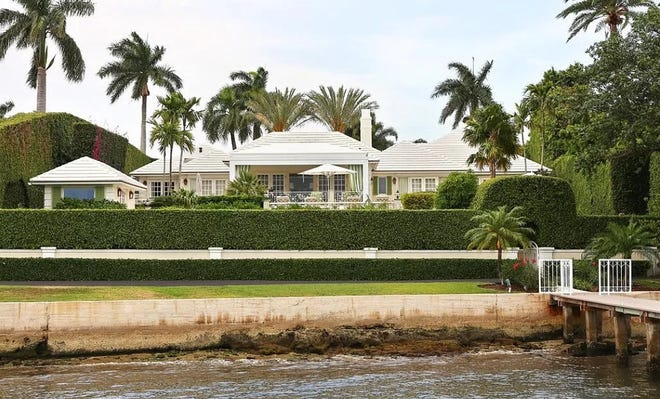 Built in 1952, a lakeside house with 121 feet of water frontage just changed hands for a recorded $26.741 million at 326 Via Linda on the North End of Palm Beach.