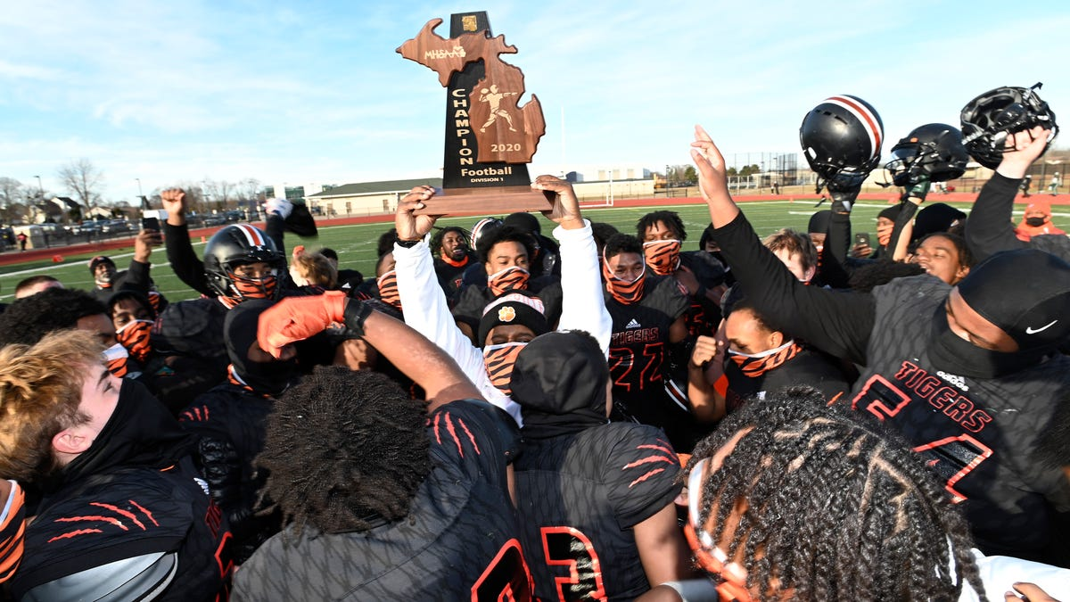 Belleville dominates Cass Tech, sets up semifinal showdown with West Bloomfield 1