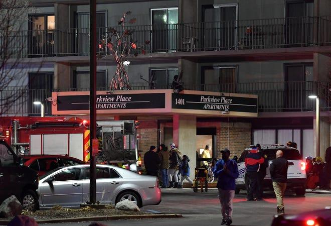 Adegan kebakaran di Apartemen Parkview Place di Detroit pada hari Minggu.