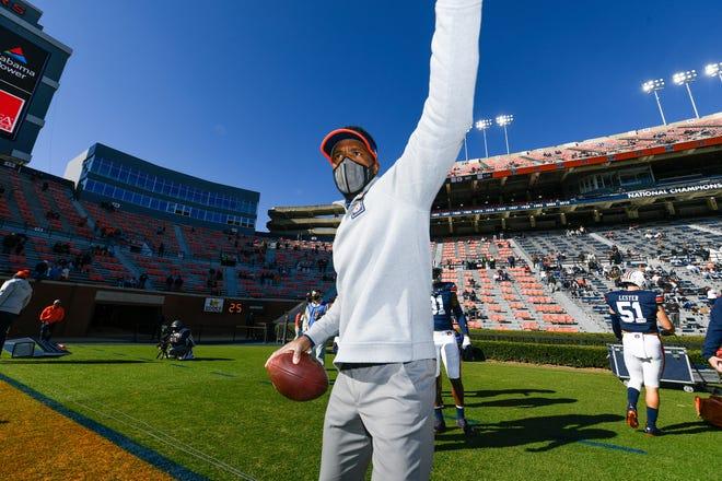 Auburn linebackers coach Travis Williams before the game against Texas A&M at Jordan Hare Stadium on Dec. 5, 2020.