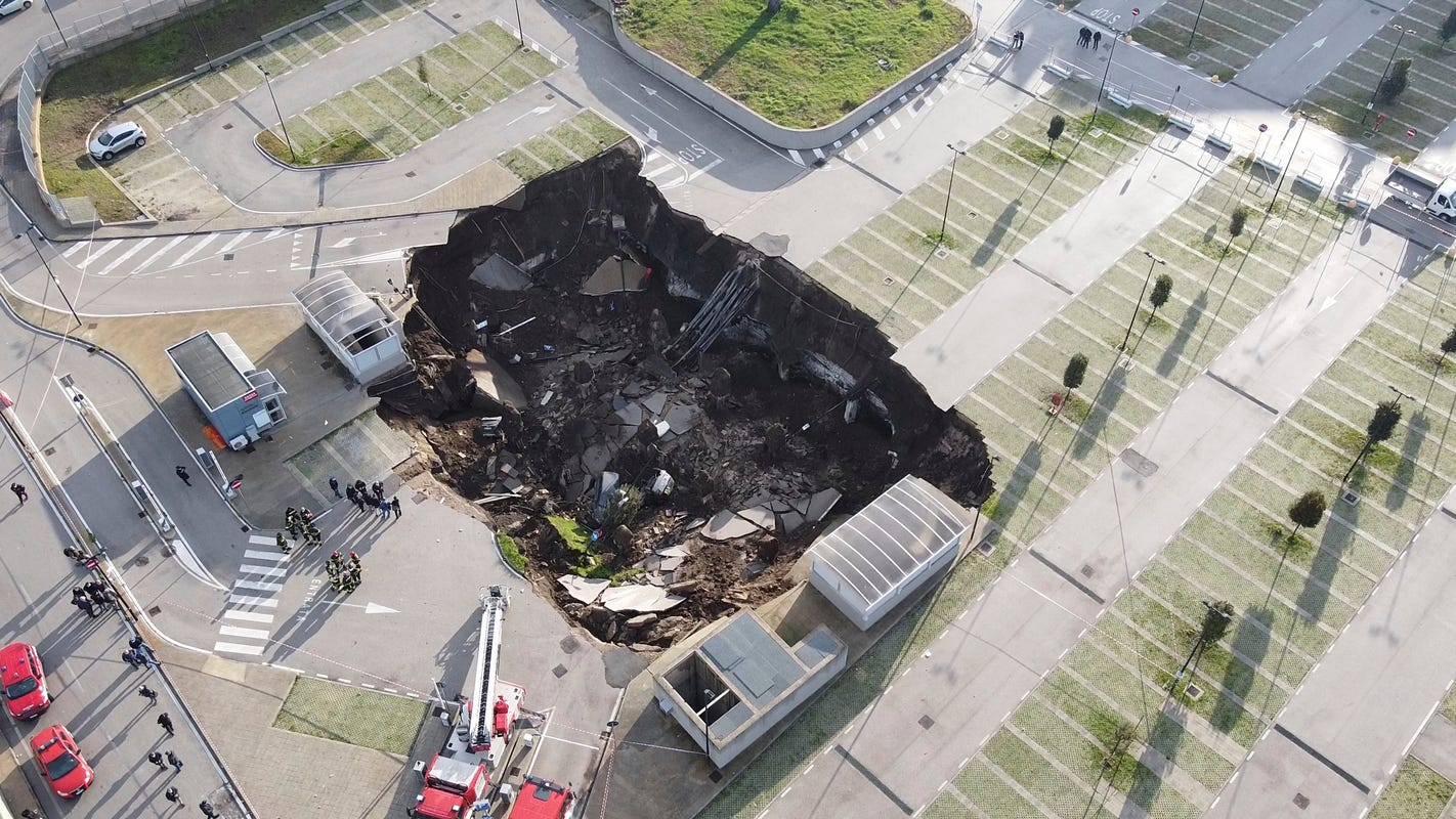A huge sinkhole 66 feet deep and 21500 square feet wide opens in parking lot of Italian hospital disrupting COVID-19 care – USA TODAY