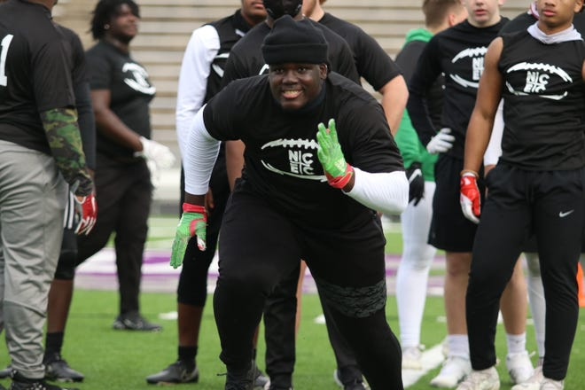 UGA target Seven Cloud runs through a drill on Sunday afternoon.