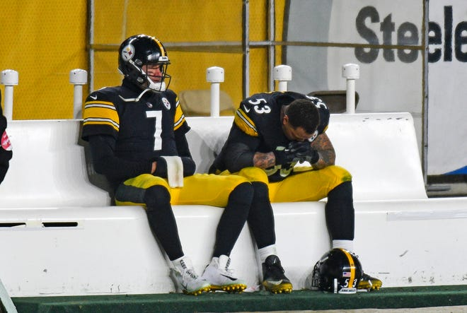 Steelers quarterback Ben Roethlisberger (7) sits on the bench next to center Maurkice Pouncey following their  48-37 wild-card loss to the Browns on Sunday night.