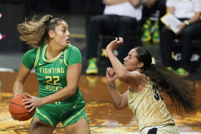 Oregon's Kylee Watson (22), shown during a game against Colorado on Dec. 4 in Eugene, scored 12 points on Sunday at California. (AP Photo/Amanda Loman)