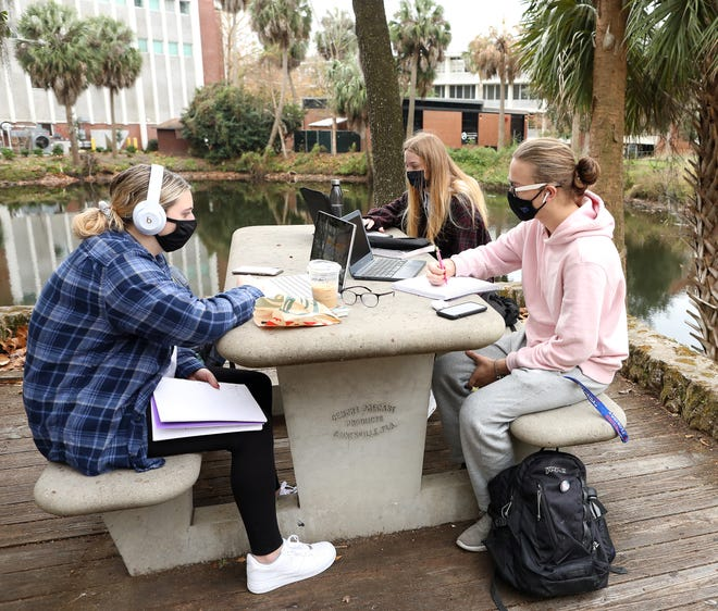 Students study and have breakfast on campus during the first day of spring classes at the University of Florida Monday. [Brad McClenny/The Gainesville Sun]