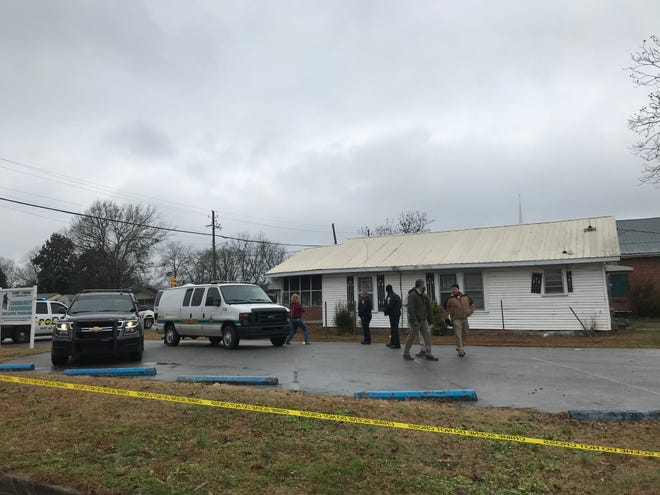 Gadsden police and Etowah County District Attorney Jody Willoughby were on the scene of a death investigation Monday afternoon in the 900 block of East Broad Street. A man's body was discovered after a woman called 911 to report her boyfriend had been shot in Gadsden, she'd been kidnapped and escaped when her abductor stopped near Jacksonville to buy gas.
