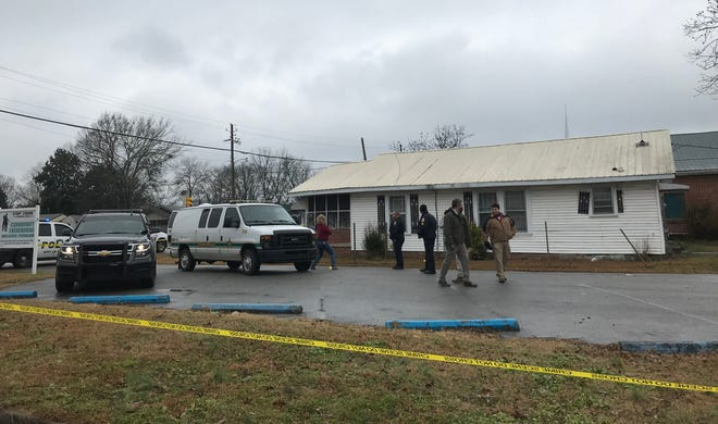 Gadsden police  have released little information about a death and alleged kidnapping Monday in the 900 block of East Broad Street. The kidnapping was reported to Calhoun County authorities, who arrested a suspect after a chase. They notified Gadsden police that a woman said her boyfriend had been shot, leading to the death investigation.