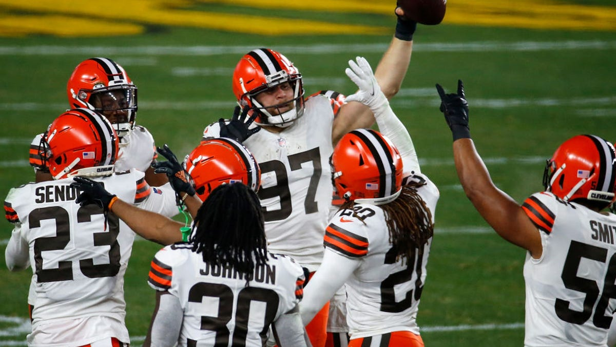 Sunday's NFL playoffs: Browns drill Steelers 48-37 1