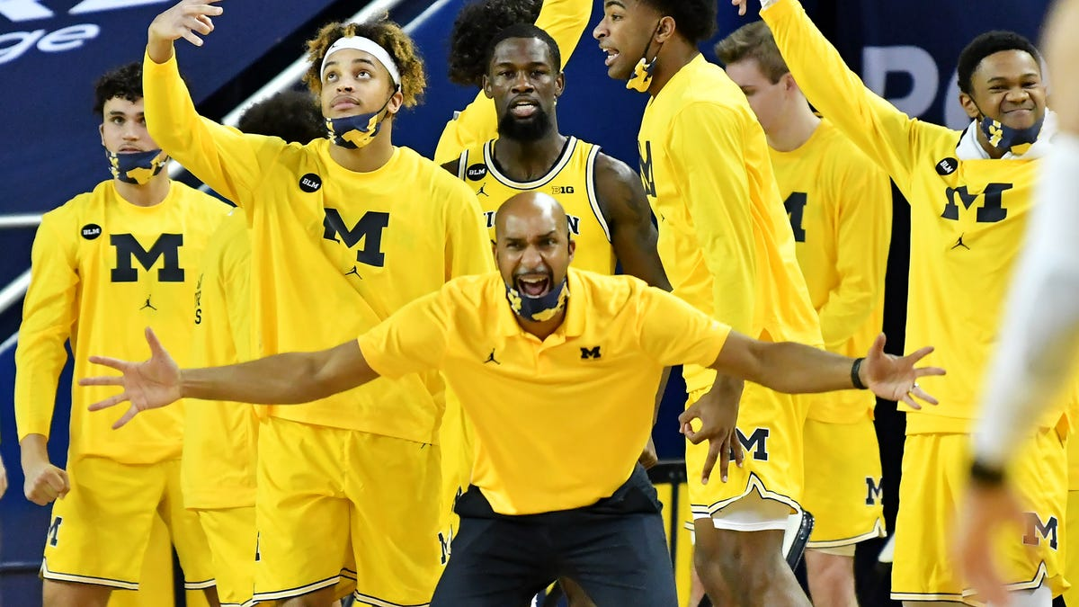 Unbeaten Michigan climbs to No. 7 in AP college basketball poll; Michigan State drops out 1