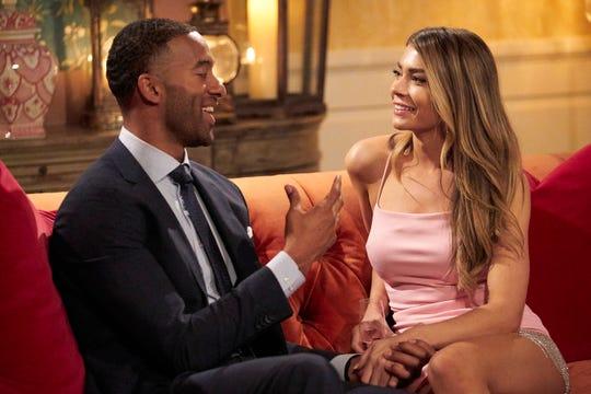 Selama pesta koktail, Matt dan Sarah berbagi percakapan yang menyenangkan sebelum keadaan darurat medis membuatnya hampir pingsan.