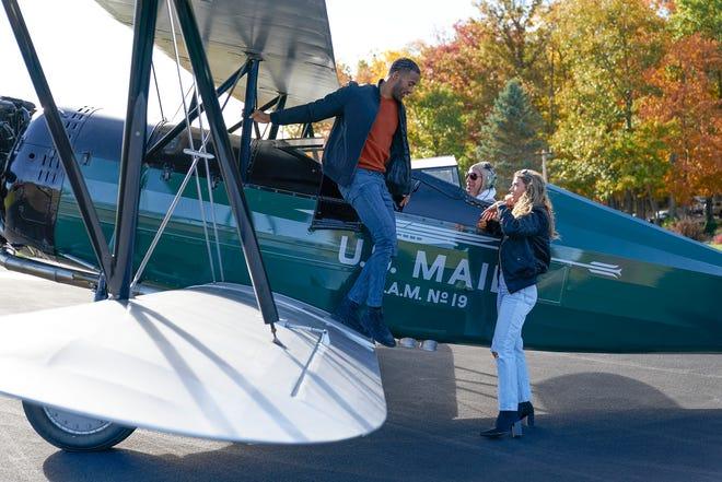 Pilote Pete, c'est toi?  Matt et Sarah s'envolent pour leur rendez-vous en tête-à-tête.
