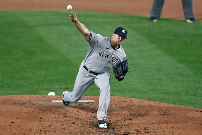 The Chicago Cubs have inked a deal with former New York Yankees pitcher Jonathan Holder on a one-year non-guaranteed contract.