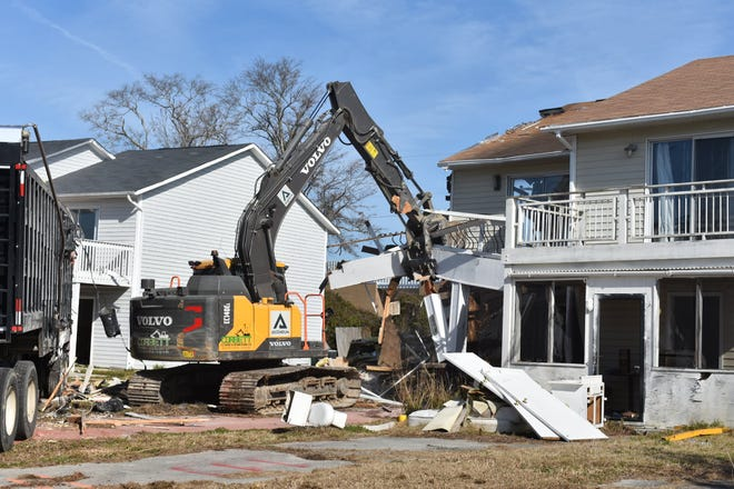 City of Jacksonville begin demolition of houses on Shoreline Drive this week. Those houses were permanently destroyed by the flooding from Hurricane Florence.