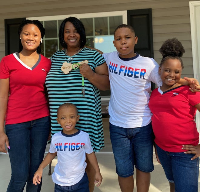 ToWanda Hagans holds keys to her new home through Habitat for Humanity of Goldsboro-Wayne with her children GaMelah, 14, George Jr., 11, D'Asia, 7, and Donta Jr., 3, on August 31, 2020.