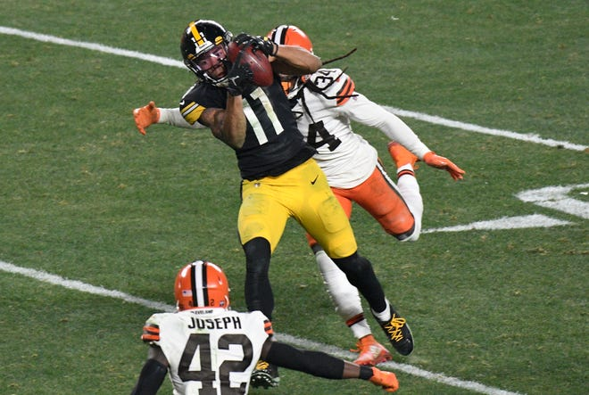 Steelers wide receiver Chase Claypool (11) scores on a 40-yard pass play with Browns strong safety Karl Joseph (42) and Robert Jackson (34) defending during the second half of an AFC wild-card playoff game in Pittsburgh, Sunday, Jan. 10, 2021. (AP Photo/Don Wright)