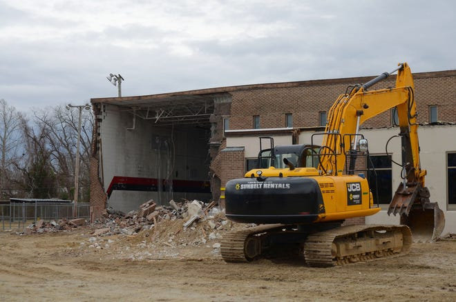 Demolition work on the Stanley White Recreation Center began on Monday, January 11. On Tuesday, City of New Bern crews planned to remove the trusses of the building and begin pushing in the walls. [TODD WETHERINGTON / SUN JOURNAL STAFF]