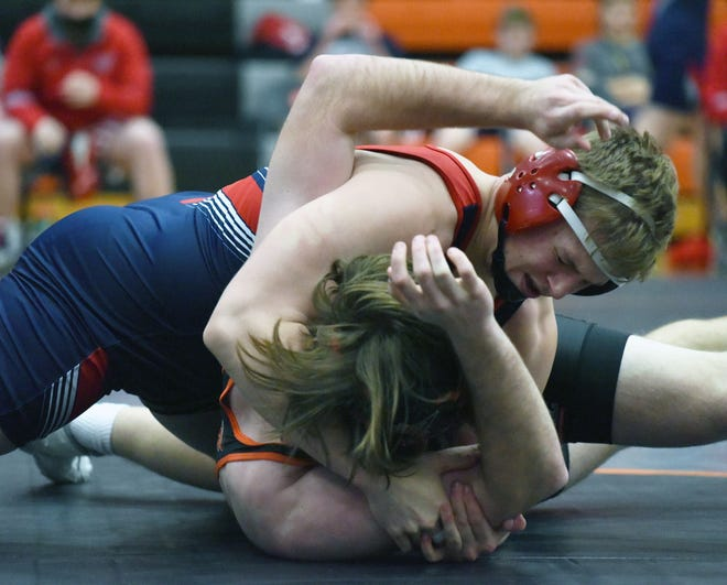 Mason Askelsen, ranked seventh at 195 pounds in Class 2A, was a perfect 4-0 for Ballard at the Mendenhall Duals in Ames Saturday.