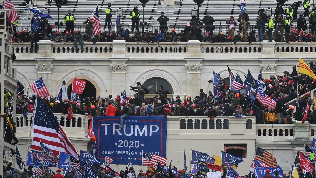 US moves to drop charges against accused Capitol rioter 3