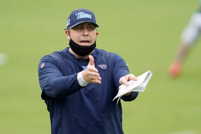 Koordinator ofensif Tennessee Titans, Arthur Smith, diwawancarai untuk lowongan pelatihan kepala Lions.
