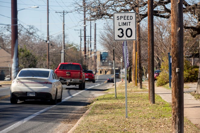 Cars pass a 30 mph speed limit sign on East 38th Street in Austin on Jan. 13, 2021. A bill in the current legislative session would decrease the speed limit on all Texas neighborhood streets from 30 mph to 25 mph.