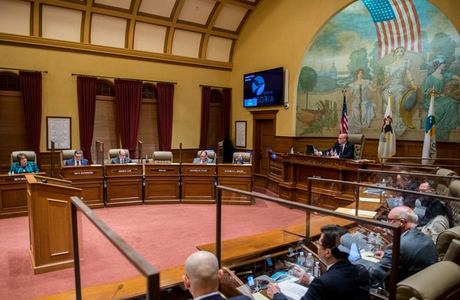 Peoria Mayor Jim Ardis presides over the weekly City Council meeting Jan. 12 at City Hall in Downtown Peoria.