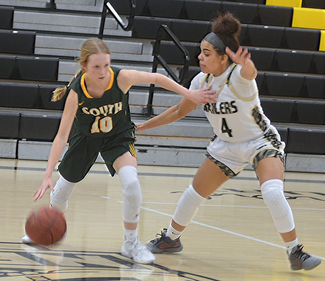Newton senior Lexi Valle-Ponds, right, defends Salina South's Kylie Arnold during play Tuesday at Ravenscroft Gym. Valle-Ponds scored 15 points, 10 in the fourth quarter, to pace the Railers.