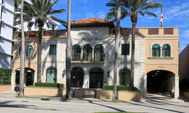 First Republic Bank receives false alarm call, Wednesday, January 13, 2021. DAMON HIGGINS/PALM BEACH DAILY NEWS