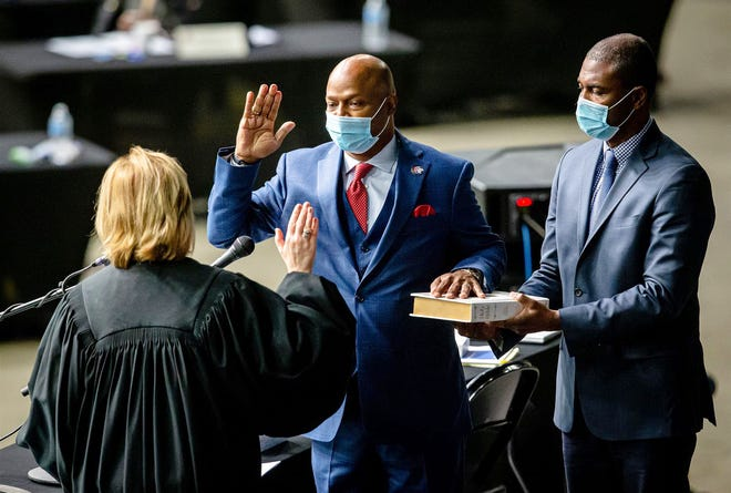 """Rep. Emanuel """"Chris"""" Welch, D-Hillside, takes the Oath of Office to become the House speaker for the 102nd General Assembly for the Illinois House of Representatives on Wednesday at the Bank of Springfield Center."""