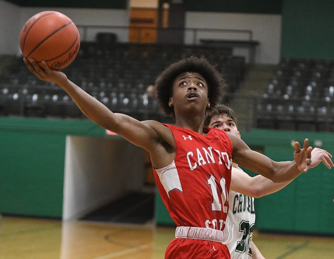 Shamar Blackmon of Canton South puts up a layup as Central Catholic's Cade Benjamin defends during a Jan. 12, 2021 game at Central.