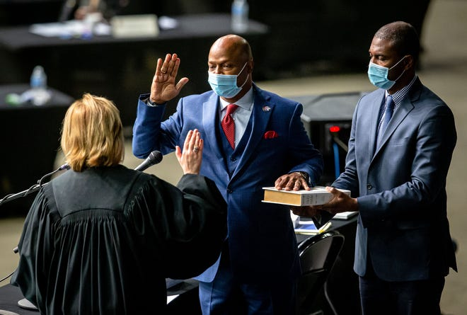 """Illinois State Rep. Emanuel """"Chris"""" Welch, D-Hillside, takes the Oath of Office to become the Illinois Speaker of the House for the 102nd General Assembly for the Illinois House of Representatives at the Bank of Springfield Center, Wednesday, Jan. 13, 2021, in Springfield, Ill. [Justin L. Fowler/The State Journal-Register]"""