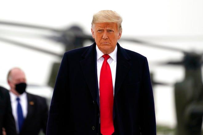 Presiden Donald Trump naik Air Force One setibanya di Bandara Internasional Valley, Selasa, 12 Januari 2021, di Harlingen, Texas.