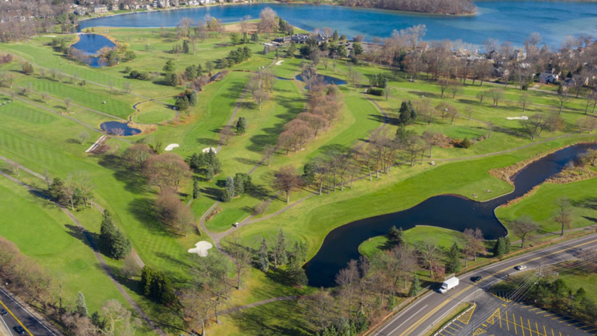 West Bloomfield's scenic Bay Pointe Golf Club listed for sale for $8.95M 1