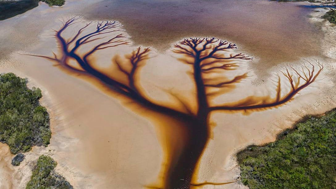 A viral photo of Lake Cakora in New South Wales, Australia, taken by Derry Moroney in December 2020.