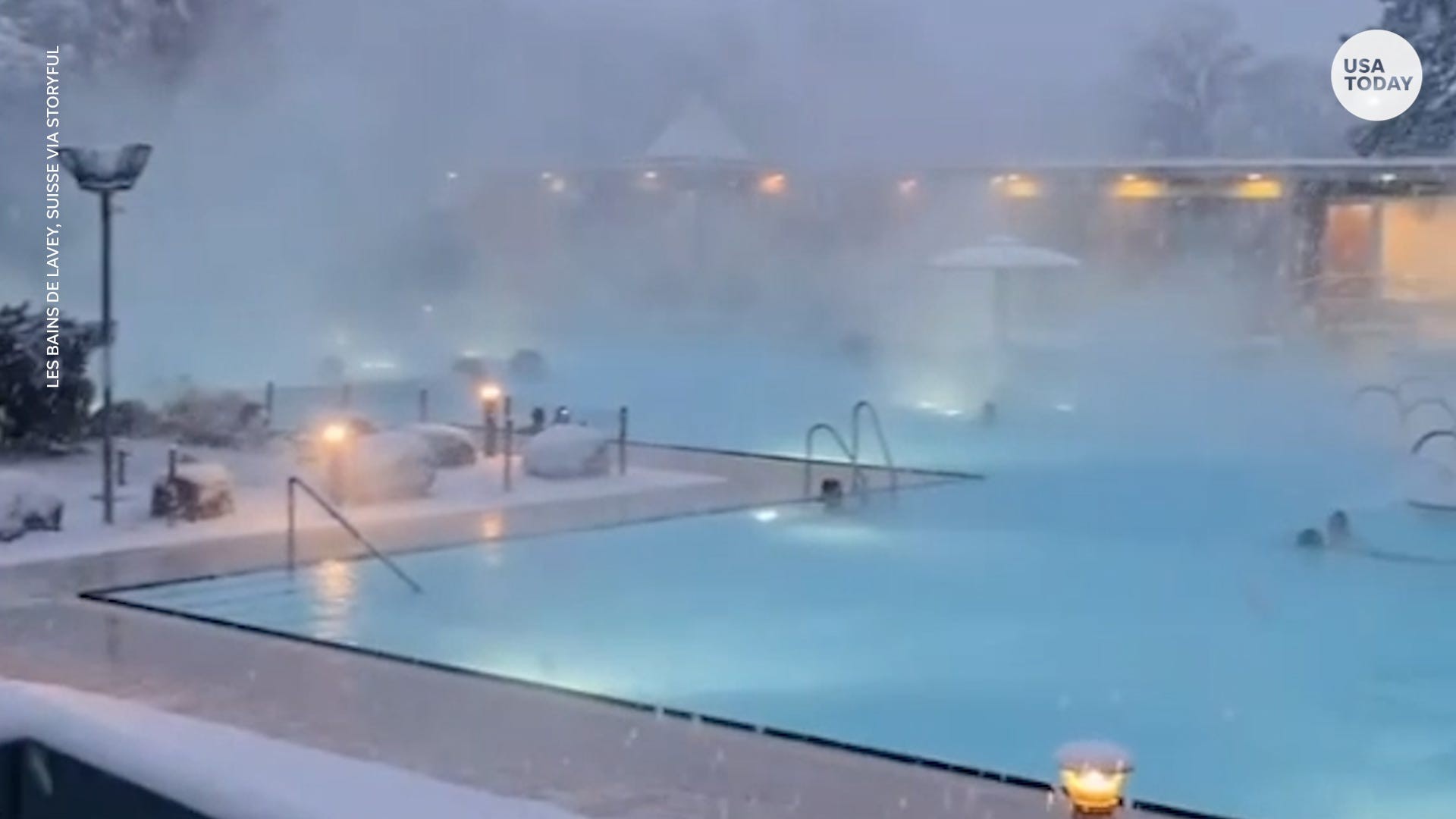 Just looking at the snow falling on these thermal baths relaxes our nerves