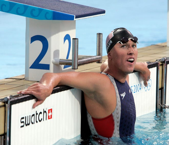 Klete Keller looks at the clock, confirming he won bronze with a time of 3:44.11 in the men's 400-meter freestyle at the 2004 Athens Olympics.