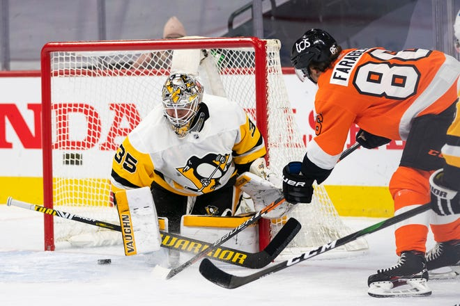 The Flyers' Joel Farabee, right, beats Penguins goalie Tristan Jarry for a second-period goal Wednesday.