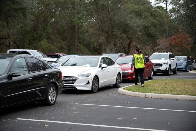 Cars line up to get their Covid-19 vaccine shot in Mount Dora on Wednesday. [Cindy Peterson/Correspondent]