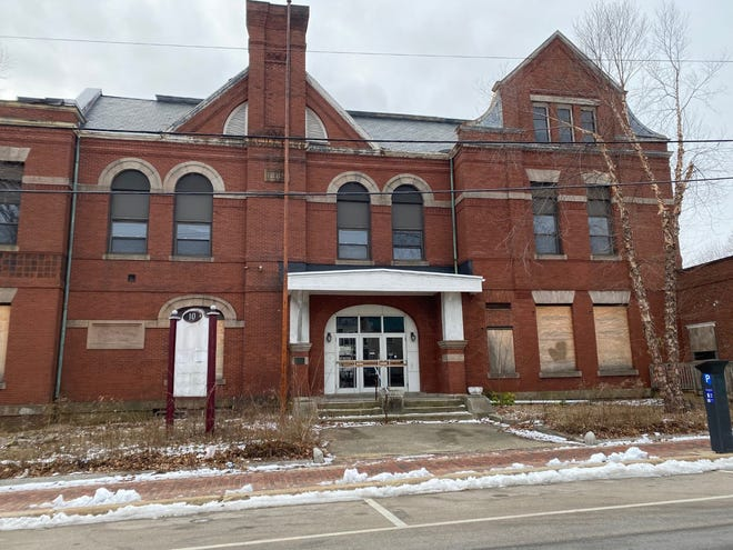 A proposal to preserve and redevelop the old Strafford County courthouse in downtown Dover has been approved. It is planned to include apartments and an as yet unnamed commercial component in a public-private partnership.