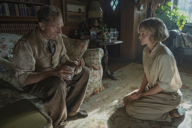 """This image released by Netflix shows Carey Mulligan, right, and Ralph Fiennes in a scene from """"The Dig."""""""
