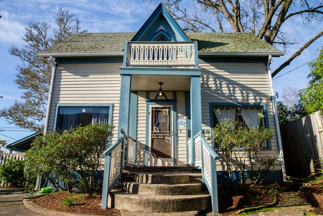 The historic Mims' Houses was purchased by C.B. and Annie Mims in 1948. It served as a safe-haven for Black and African American travelers until 1966. Today, the NAACP Lane County cares for the Mims' houses.