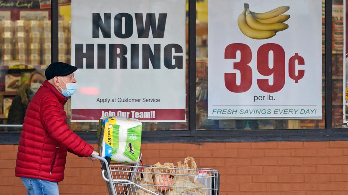 US unemployment claims jump to 965,000 as virus takes toll 1