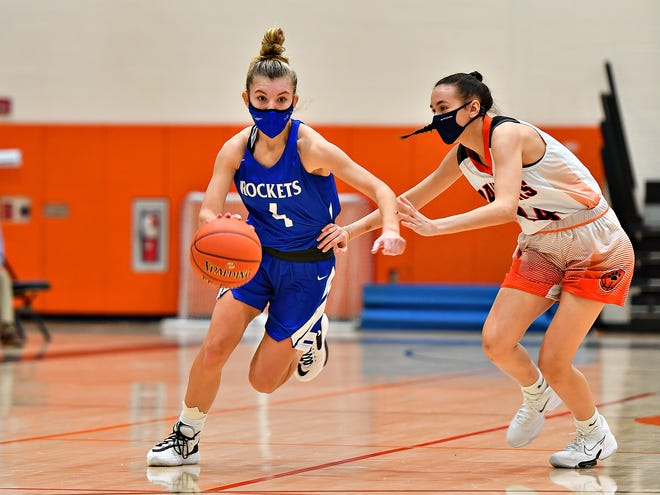 Spring Grove's Addyson Wagman, left, works to get past Central York's Gia Pacheco during girls' basketball action at Central York High School in Springettsbury Township, Wednesday, Jan. 13, 2021. Spring Grove would win the game 52-47. Dawn J. Sagert photo