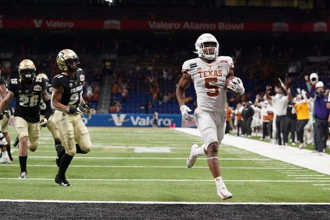 Texas running back Bijan Robinson will join teammate Keondre Coburn at Big 12 media days in Arlington on Thursday. Oklahoma quarterback Spencer Rattler, a Heisman Trophy preseason favorite, is not scheduled to attend.