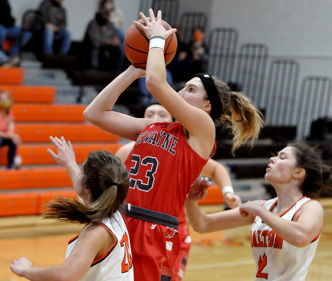 Norwayne's Caitlyn DeMassimo drives the lane and shoots over Dalton's Sarah Witmer and Mia Weaver during the Bobcats' 52-20 win Thursday at Dalton High School.