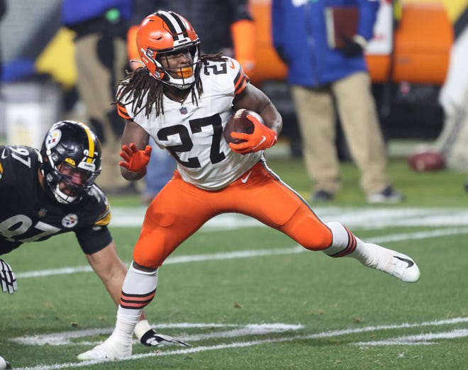 Cleveland Browns running back Kareem Hunt runs by Pittsburgh Steelers defensive end Cameron Heyward for a touchdown rush in the first quarter against the Pittsburgh Steelers during the Wild Card Playoff game in Pittsburgh.