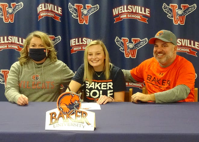 Kaylie Reese, sitting between her parents, Jackie and Jake Bauer, recently signed to play women's golf for Baker University.
